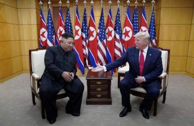 Hai nhà lãnh đạo gặp và trao đổi trong khoảng một giờ