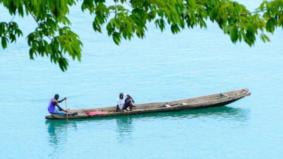 Hombres en una barca