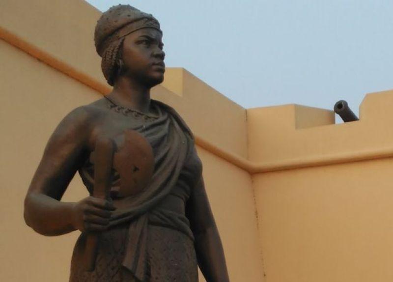 Estatua de la reina Njinga en La Fortaleza de Luanda