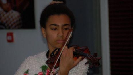 Elodie playing