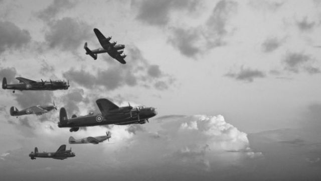 Aviões britânicos durante bombardeio na Segunda Guerra Mundial