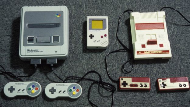 Juegos de Nintendo en Japón en 1992. Super Famicon, Gameboy y Game machine.