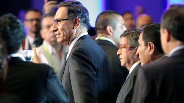 Presidente peruano Martín Vizcarra en un encuentro sobre negocios.