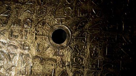 Uma representação das mesas de ouro encontradas na caverna Foto: Miguel Garzón