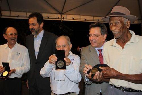 Carpinteiro Sinfrônio Lisboa da Costa em cerimônia promovida pelo governo de Brasília