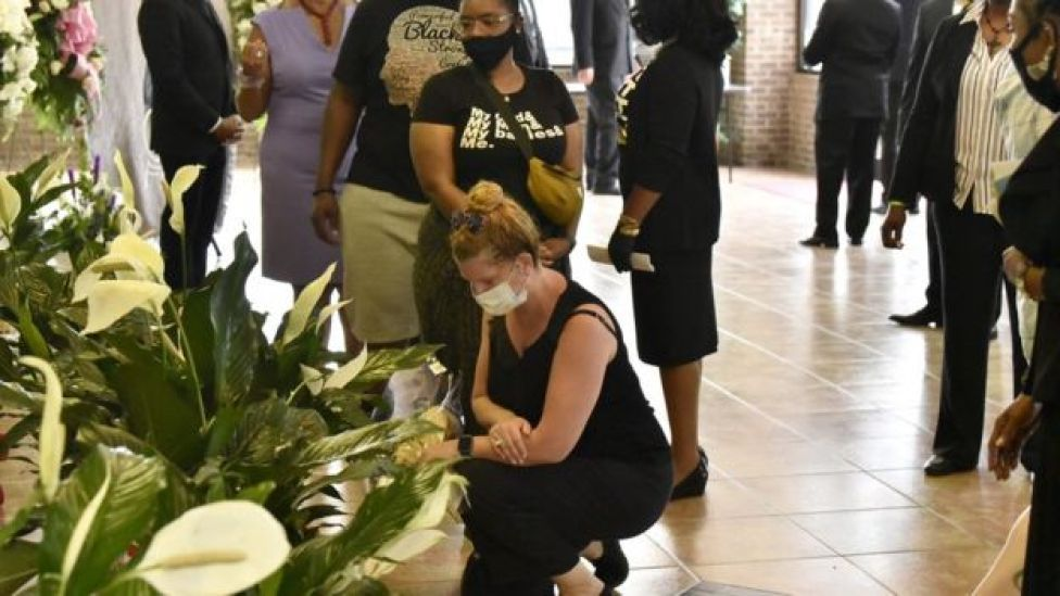 People pay their respects to George Floyd before a memorial service in Raeford, North Carolina (6 June 2020)