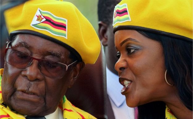 Grace Mugabe talks in Robert Mugabe's ear on 8 November 2017