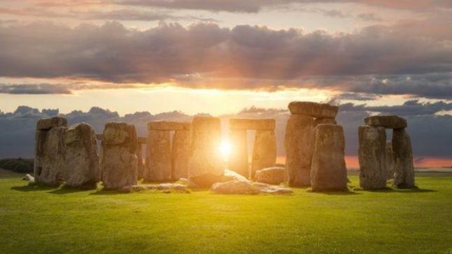 دائرة حجارة ستونهنج الأثرية وقت الغروب