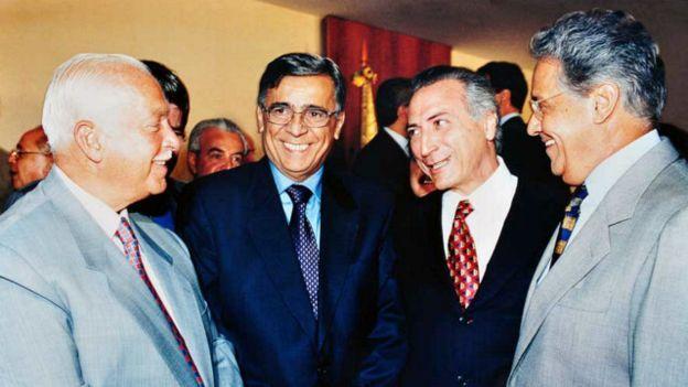 Michel Temer com Antônio Carlos Magalhães (primeiro à esq.) e Fernando Henrique Cardoso, durante os anos da gestão do PSDB no Planalto