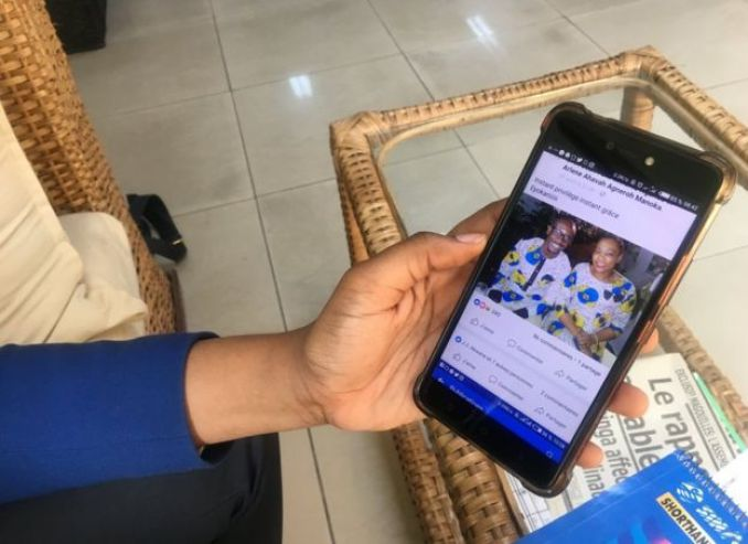 Arlène shows one of the Facebook posts on her smartphone