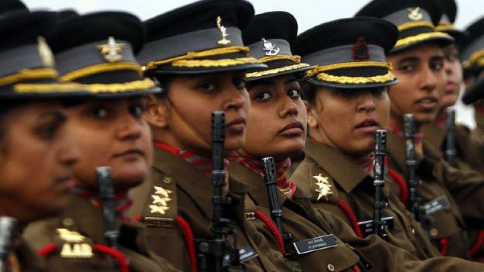 দিল্লিতে 'আর্মি ডে'তে নারী সেনা কর্মকর্তাদের প্যারেড