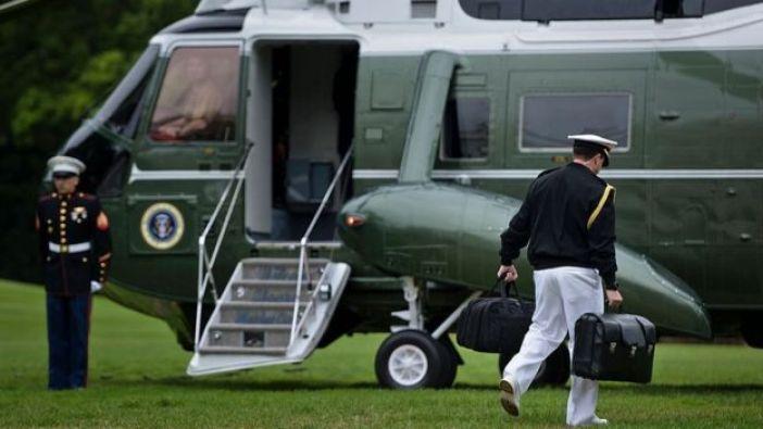 El maletín viaja con el presidente.