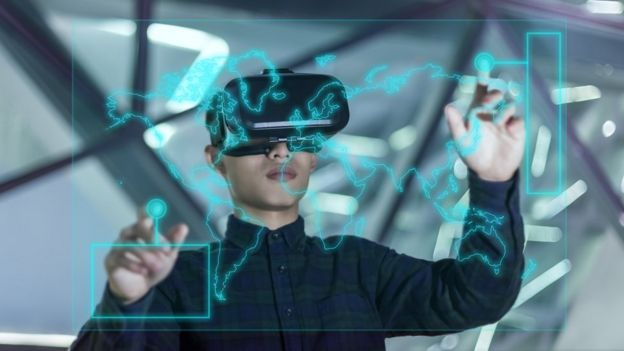Jovem chinês em realidade virtual