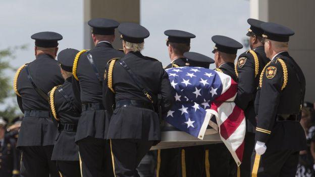 Funeral de un policía muerto en EE.UU.