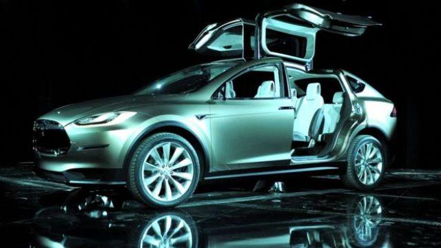 ٹسلا کی مقبولیت نے روائیتی امریکی گاڑیاں بنانے والی کمپنیوں کی اجاراداری خطم کی اور اب اس کی مالیت تقریباً ساٹھ ملئین ڈالر ہے۔