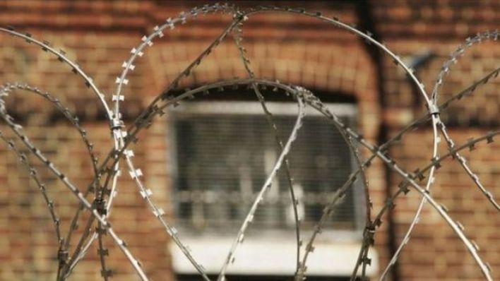 Arame farpado em cadeia