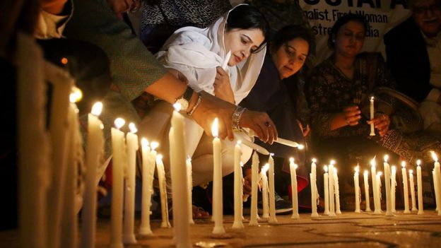 Pakistani people light candles for the victims of a suicide bomb attack that targeted the shrine of Sufi Muslim saint Lal Shahbaz Qalandar, in Karachi, Pakistan, 17 February 201