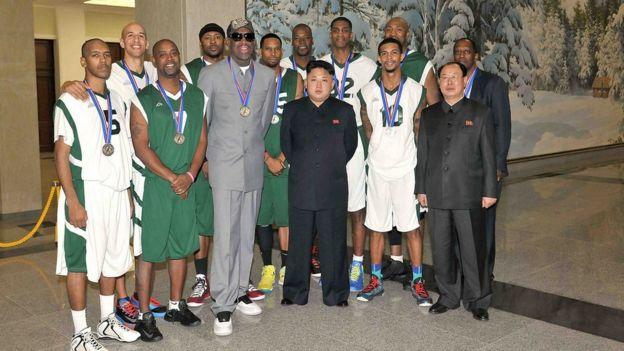 Rodman e jogadores da NBA com Kim Jong-un