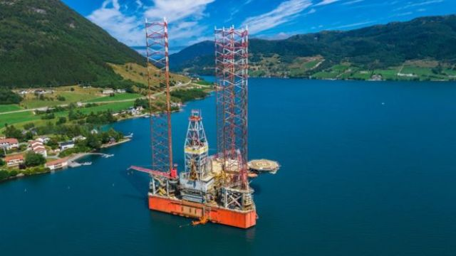 Plataforma de petróleo próximo a Olen, na Noruega