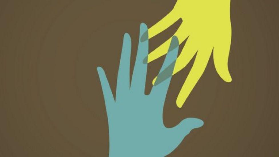 Ilustração mostra mão alcançando outra