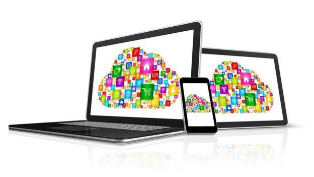 Una laptop, un celular y una tableta.