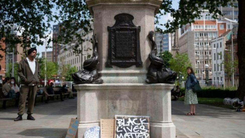 قاعدة تمثال كولسوتون