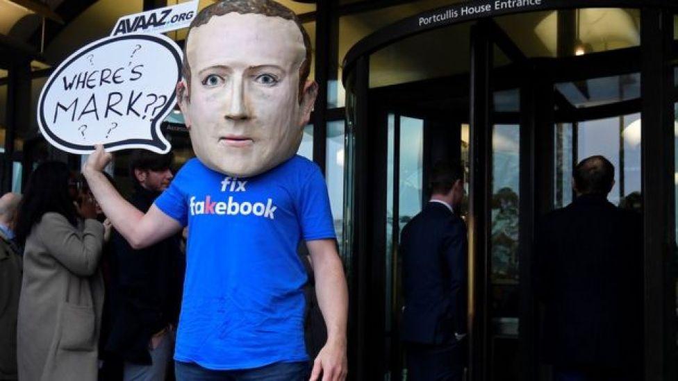 Protesta contra Zuckerberg