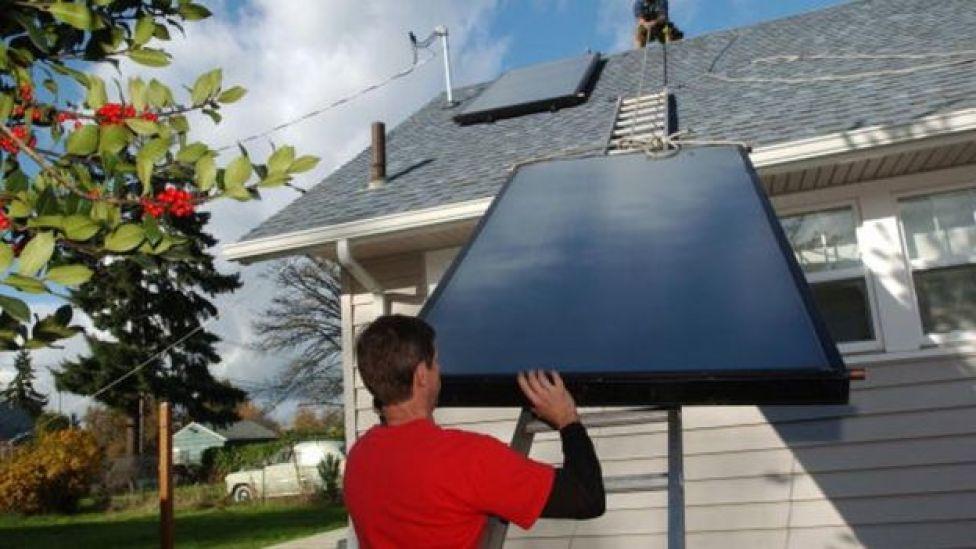 Paneles solares en una casa