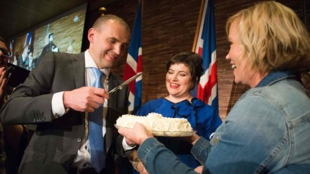 Gudni Johannesson celebrates becoming president of Iceland