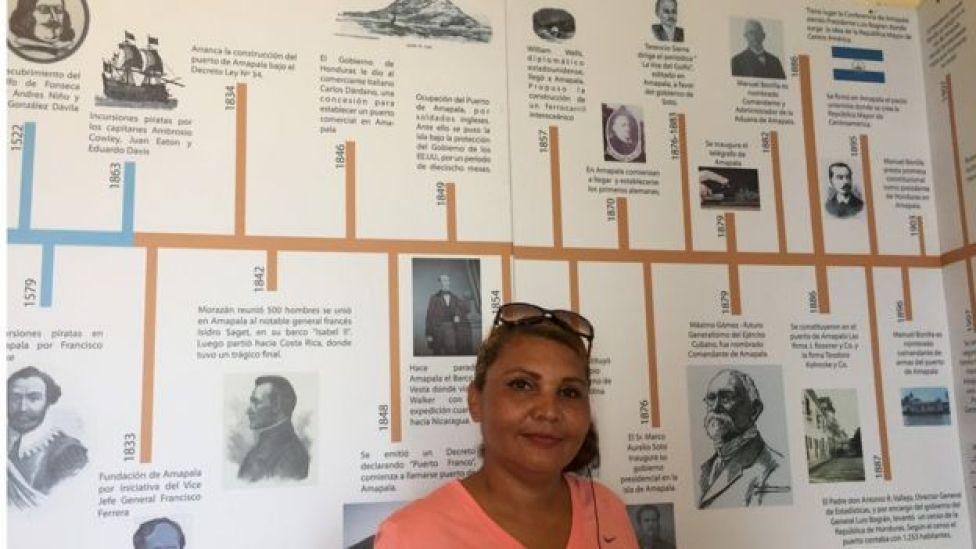 Isela Torres, de la oficina de turismo de Amapala.
