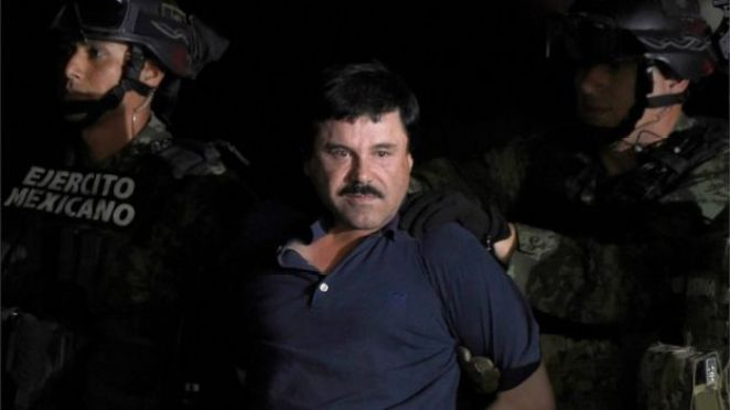 """El Chapo"" Sinaloa Eyaleti'nin Los Mochis şehrinde yakalanıp helikopterle Mexico City'ye getirildi."