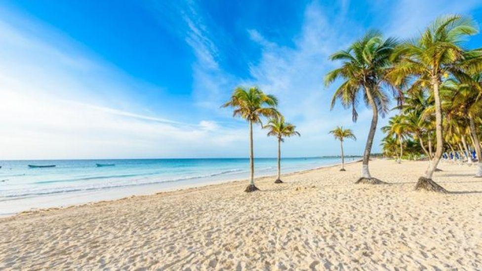 Bir kumsalda inanılmaz sayıda kum taneciği var