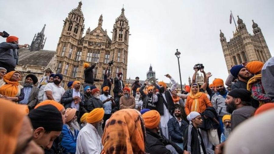 Protestors block the roads in Parliament Square, opposite Britain's Houses of Parliament in central London on 15 July, 2015, during a demonstration calling for the release of Sikh political prisoners in India,