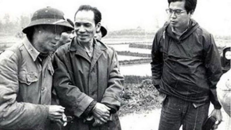 Nhà báo Nhật Bản Isayo Takano (bìa phải)