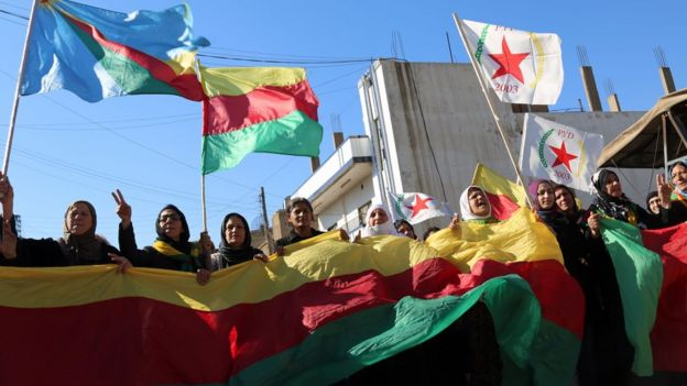 Supporters of the Syrian Kurdish Democratic Union Party (PYD) protest against the party's exclusion from the Geneva talks in Qamishli (4 February 2016)