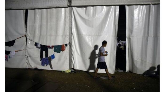 Carpas donde duermen los migrantes.