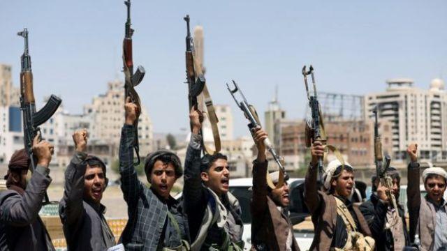 Kibice Houthi uczestniczą w rajdzie w Sanie w Jemenie (21 września 2019 r.)