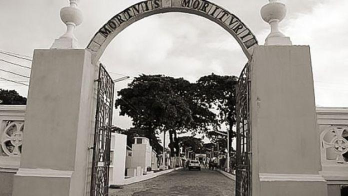 Entrada do Cemitério São José, em Alagoas