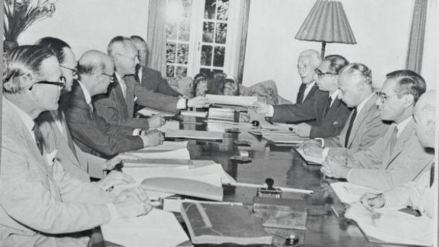 Reunión de representantes iraníes y representantes del consorcio internacional.
