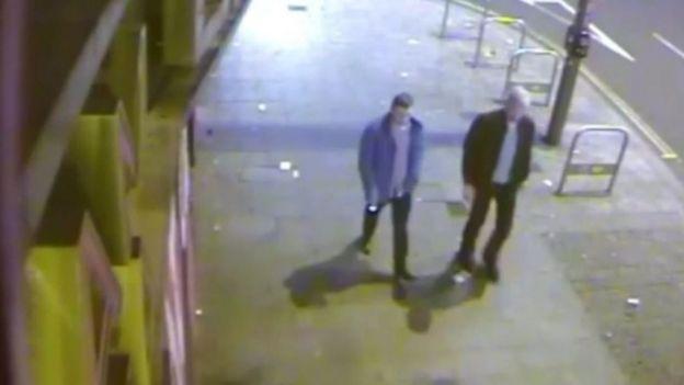 Imagen de circuito cerrado muestra a Jack Taylor caminando con Stephen Port.