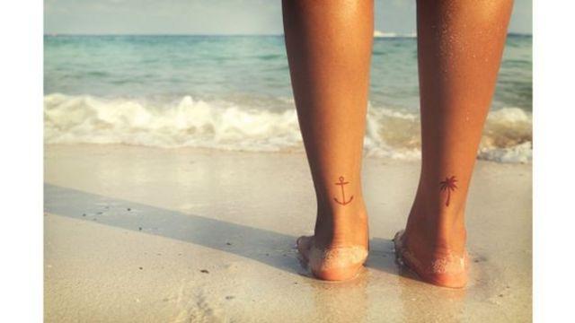 Tatuagens nos calcanhares