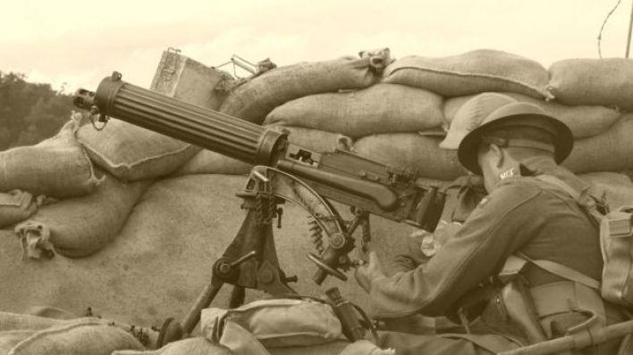 جندي في خندق أثناء الحرب العالمية الأولى