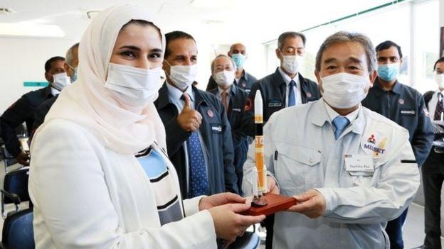 三菱重工業、サラ・アル・アミリと阿部直彦