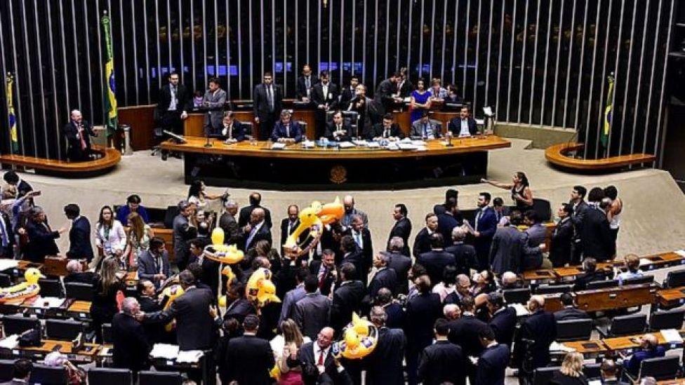 Deputados durante votação em Brasília