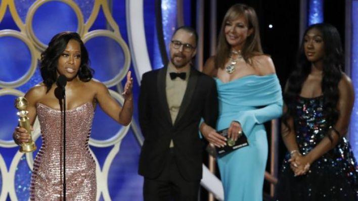 Regina King al recoger su Globo de Oro