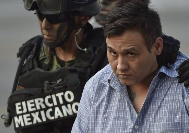 Militares mexicanos escoltan a quien se consideraba líder de Los Zetas, Óscar Omar Treviño, Z-42, el 4 de marzo de 2015 hacia la Oficina de la Fiscalía General en el aeropuerto de Ciudad de México. (Foto: Omar Torres / Getty Images)