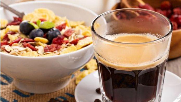 Cereales y café solo