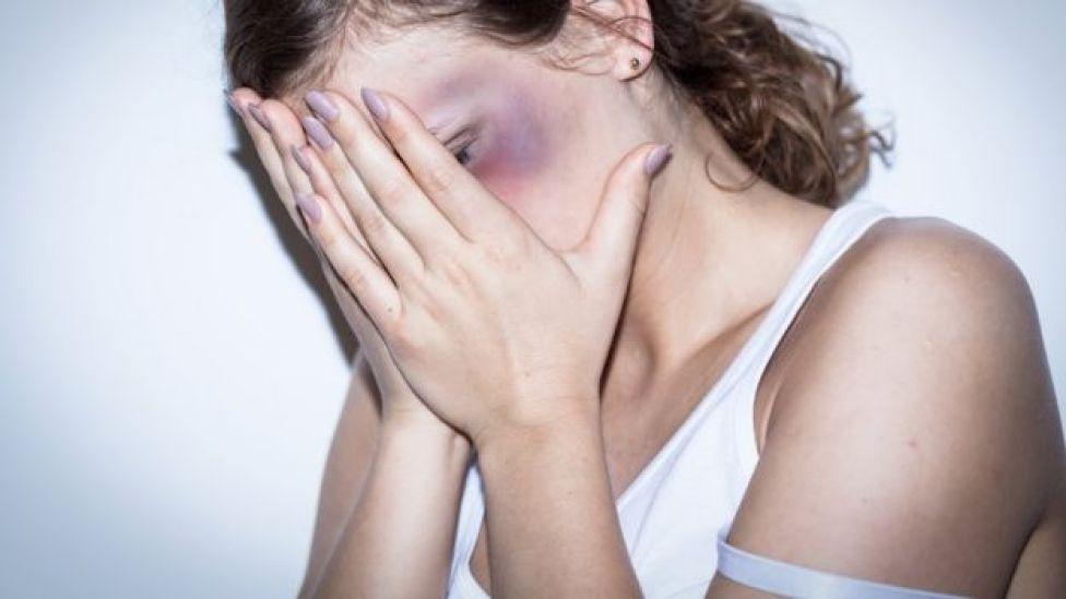 La violencia y las relaciones forzadas aumentan el riesgo de VIH.