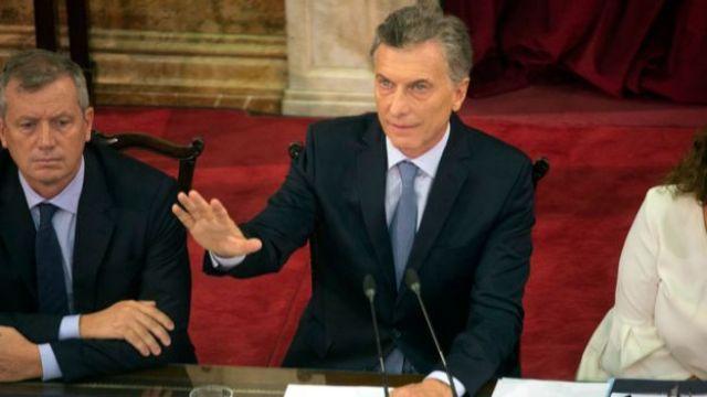 Mauricio Macri falando perante o Congresso