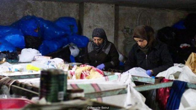 Mulheres refugiadas trabalhando